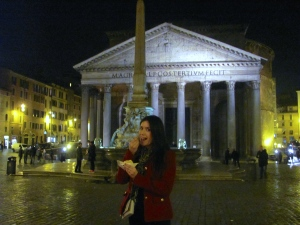 Enjoying gelato di San Crispino in front of the Pantheon (in the piazza della Rotonda)